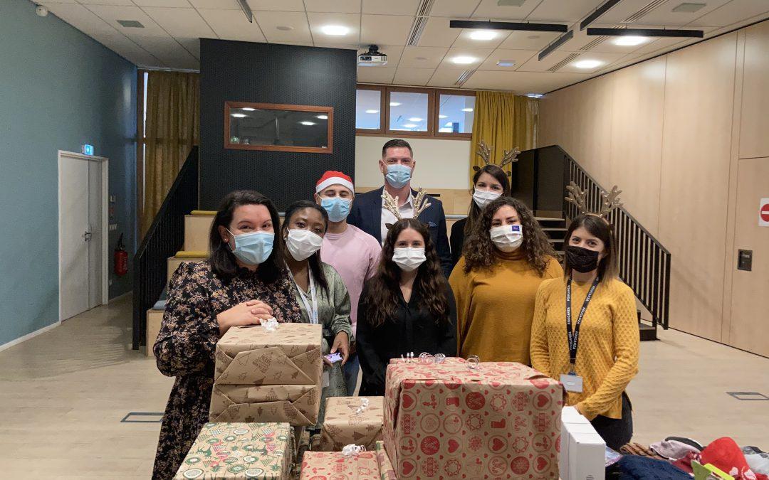Les salariés d'AssurOne créent des boites de Noel solidaires !